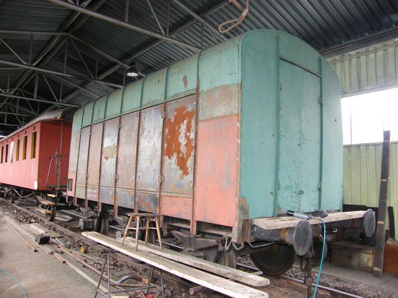 Oprava tárovacieho vozňa pokračuje